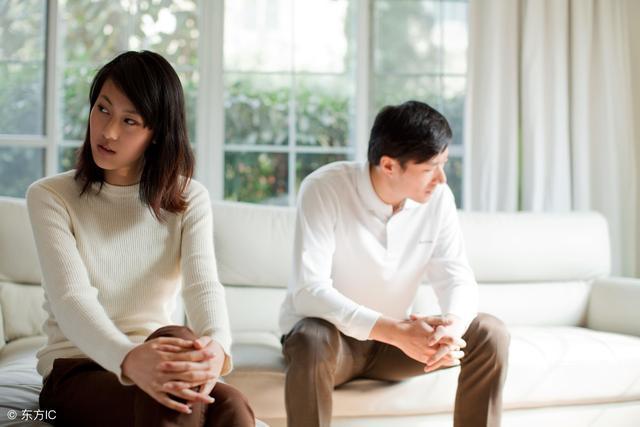 為什麼中年夫妻有些就不睡在一起了呢?你知道是什麼原因嗎?