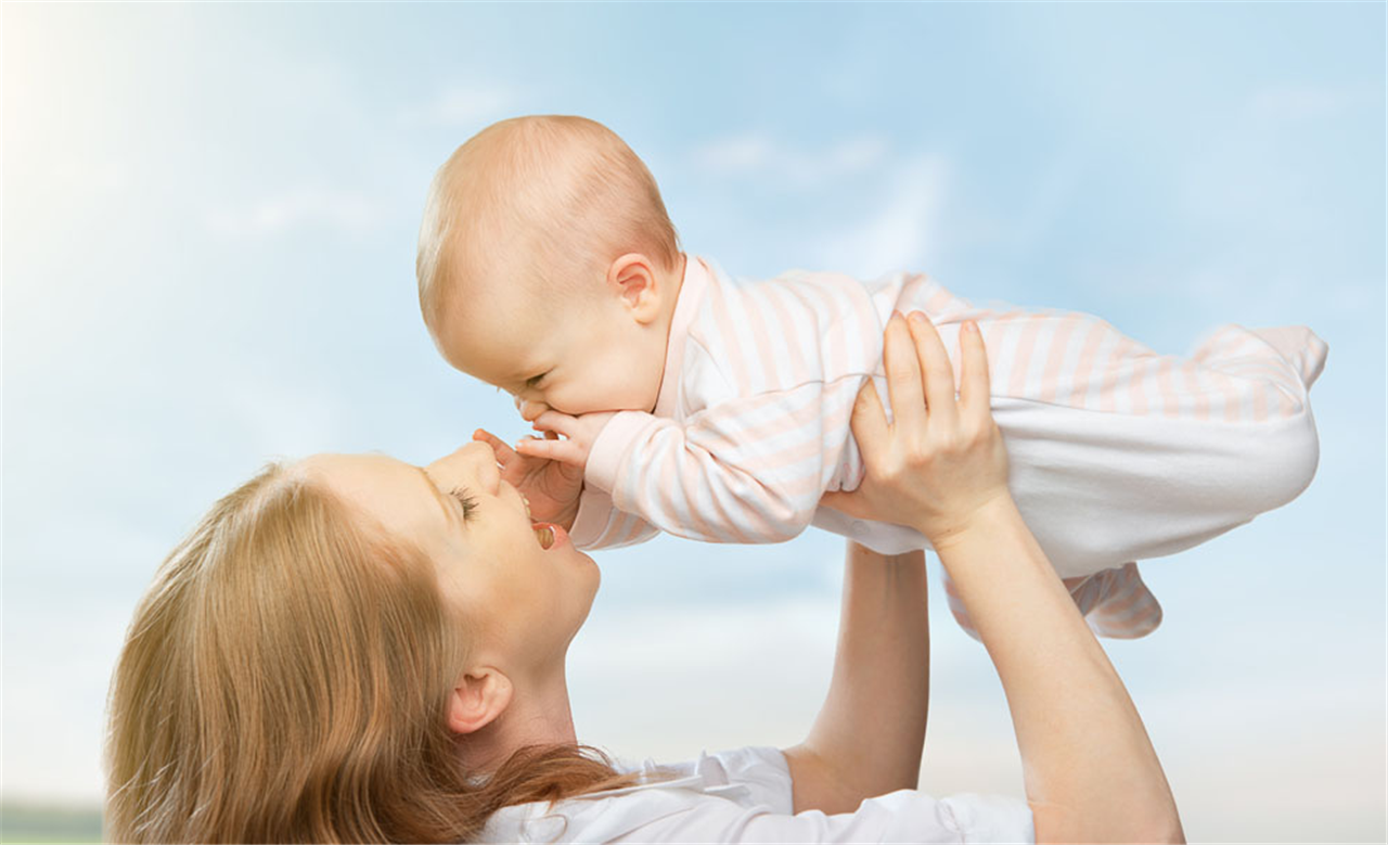 秋高气爽,该给宝宝断奶了,教你8招如何给宝宝自然离乳
