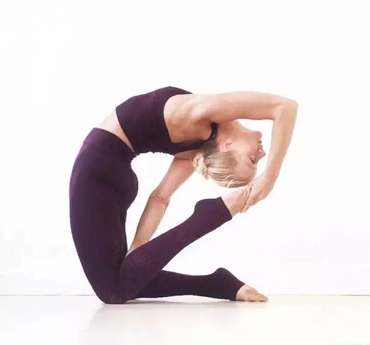 纵使身怀盖世神功,这些瑜伽后弯体式,你是否都能来?图片