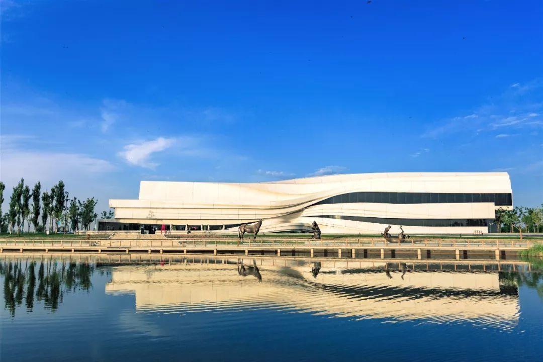 【绝对艺术】时间维度上的共振 银川当代美术馆三展同时亮相图片