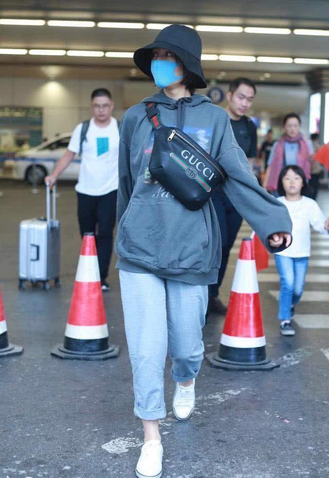 吴昕才时髦了几天,怎么又回到从前了,腿短不说,还将身材五五分