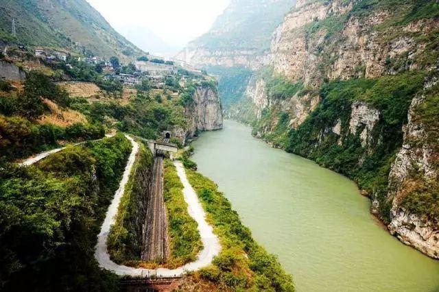 中国这景点对国人免费,却拦着外国游客不让进,这个地方不是三峡