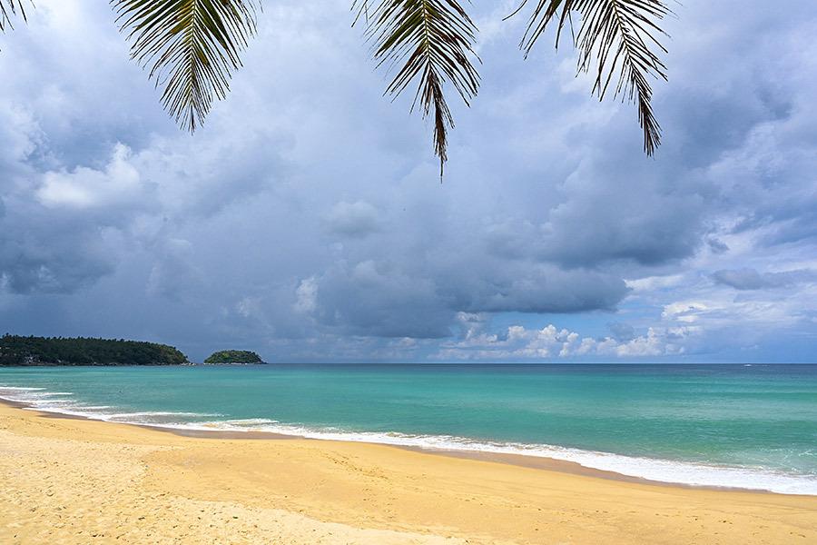十一出行想去海边度假?这儿景美人少消费还不高!
