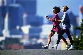 读图| 最好的运动是步行,快试试这些健康走路姿势!