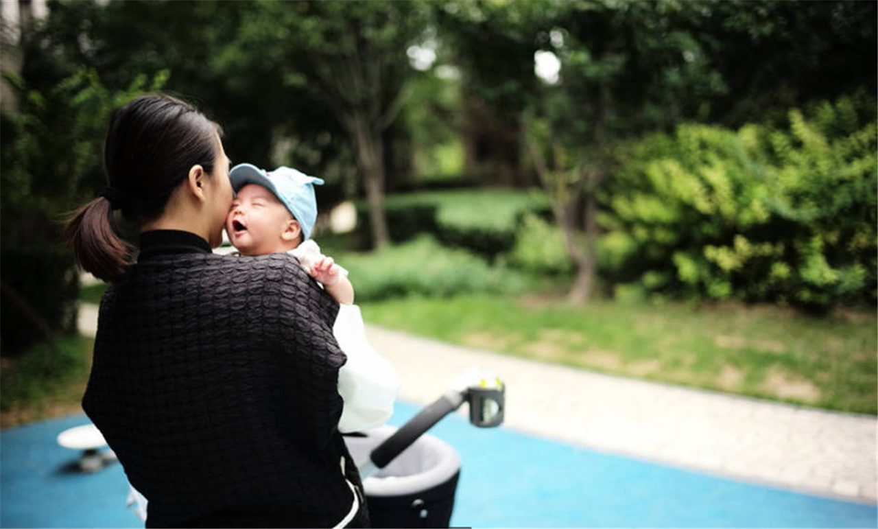 秋高氣爽,該給寶寶斷奶了,教你8招如何給寶寶自然離乳
