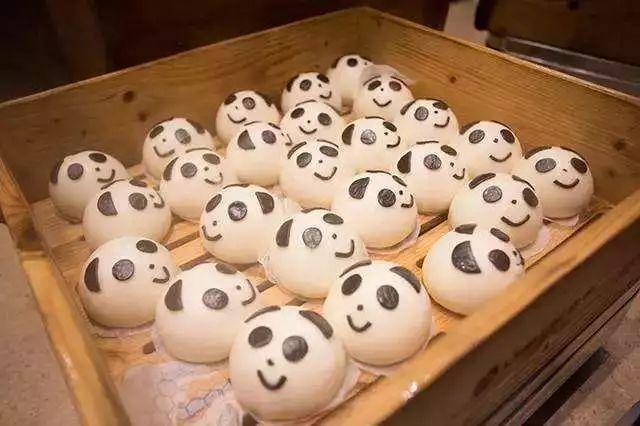 舍撸_吴青峰国庆来成都唱歌,真正目的竟是为了撸熊猫?