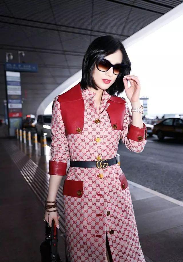 你以为贵就是时尚了? 黄圣依穿5万多的风衣, 只有贵没有时尚!
