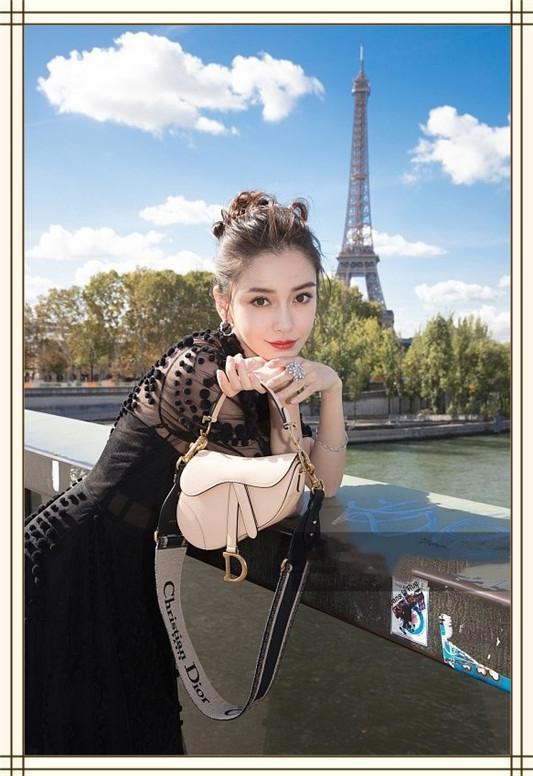 當29歲楊穎同框31歲王子文,同穿迪奧薄紗裙,一黑一白誰更驚艷?