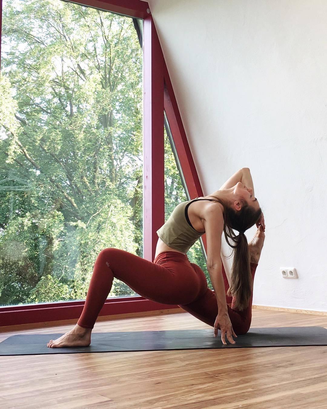 瑜伽用实力说话,上来就是这一手,是不是很霸气