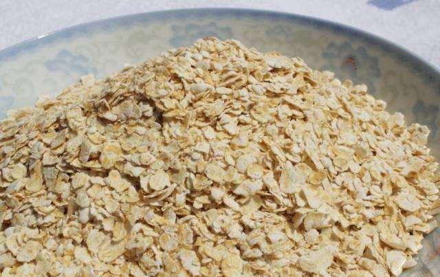 燕麥號稱「植物黃金」營養高,可營養師說:吃燕麥時別犯兩個錯誤