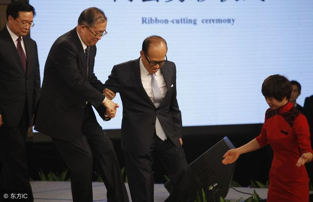 王健林背后的大佬,擁有比李嘉誠龐大的商業體系,他才是中國首富