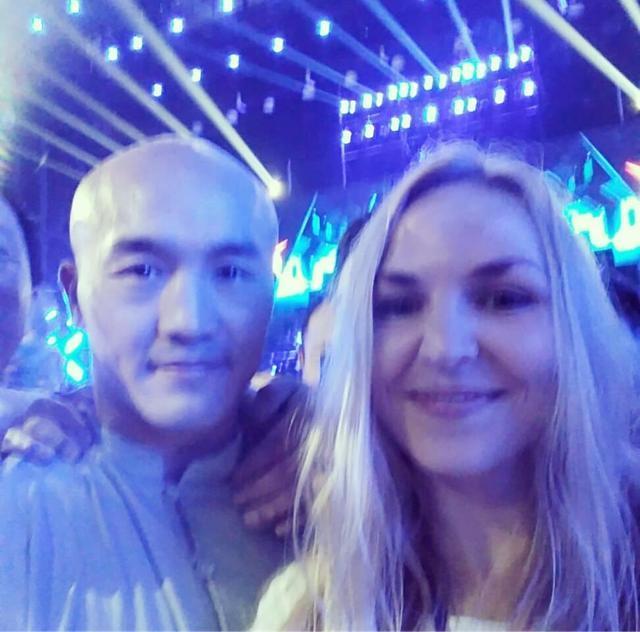 一龙与外国美女同框引围观,乌克兰美女:他是少林传奇