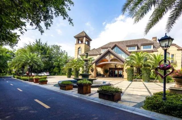 峨眉山风景区伴山面湖温泉别墅,静谧生活气息有家的温馨感丨欢墅