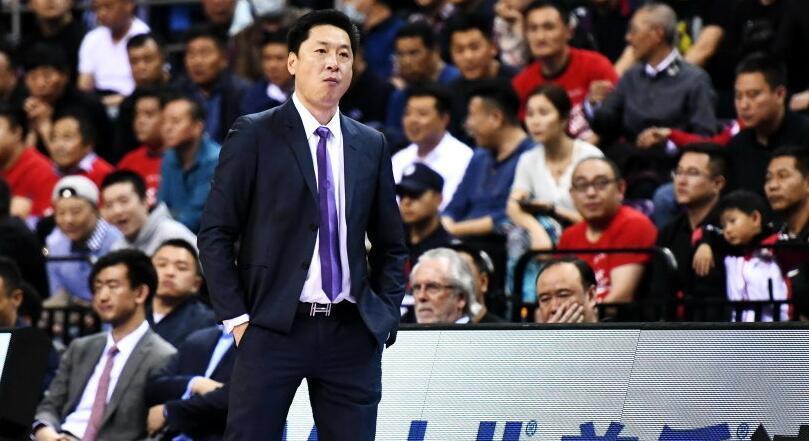 cba全明星周末 李春江获上赛季CBA最佳教练称号 刘铮最佳新人