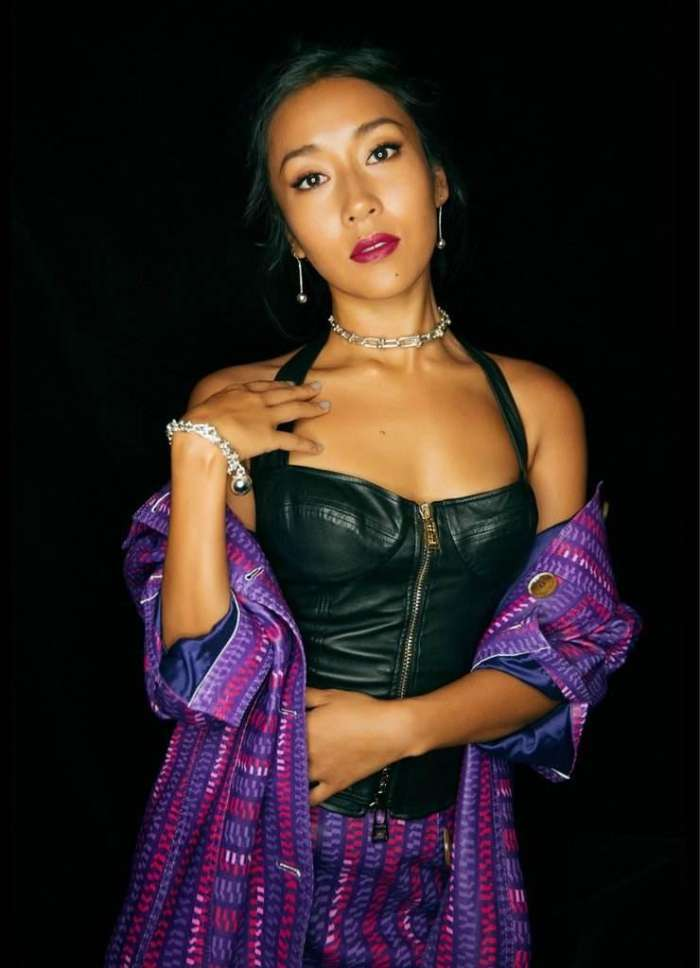 吉克隽逸,1988年出生,中国内地女歌手,2012年参加《中国好声音》开始