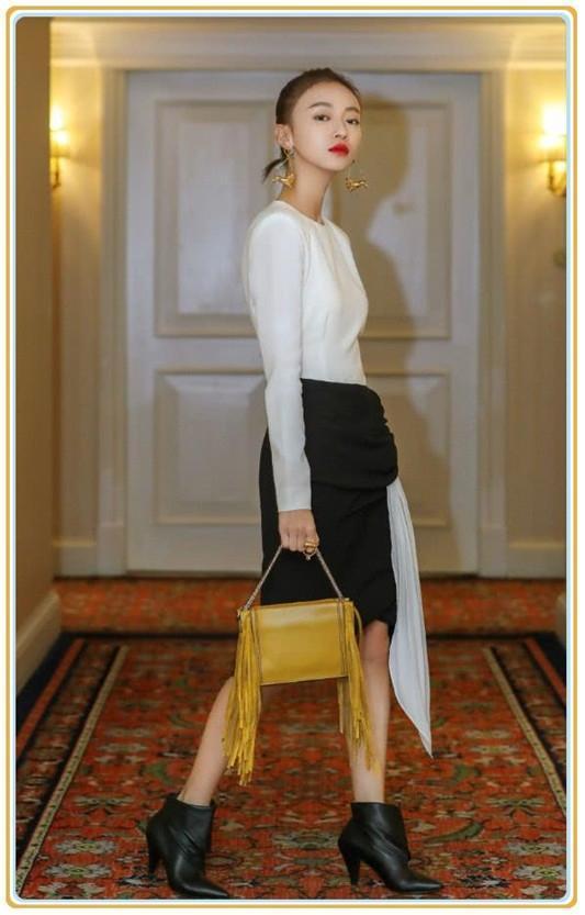 吴谨言不过在一字肩格纹裙上缝了针织衫,气质就变得大不一样了!