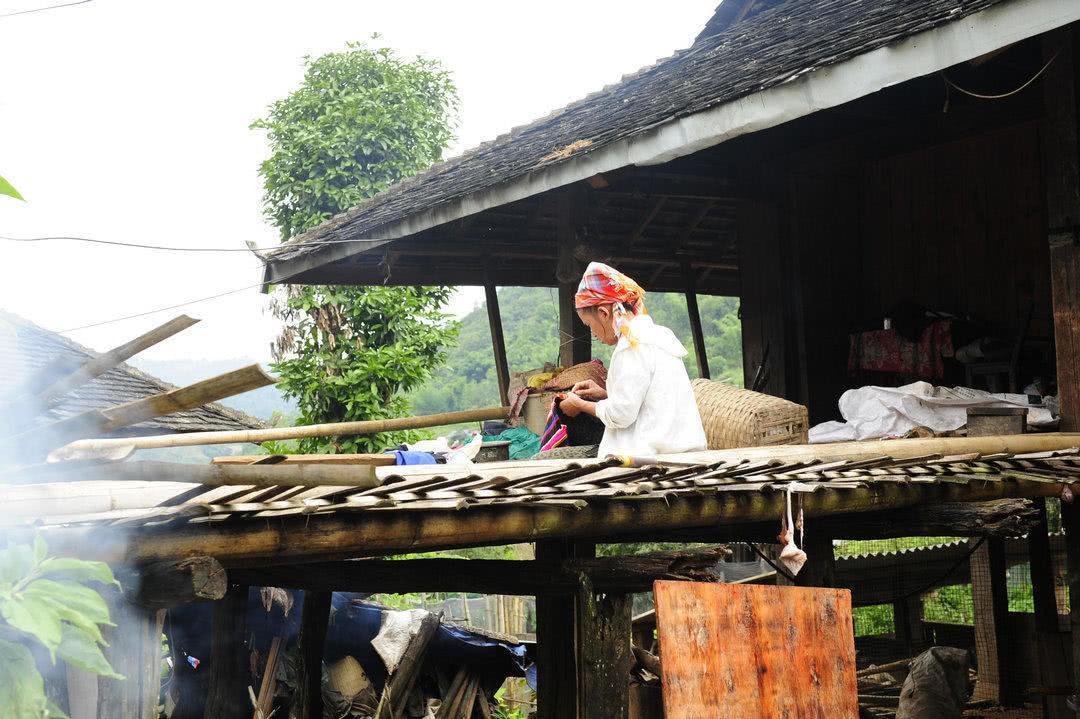 实访我国云南拉祜族音乐村:80%村民天生会弹唱,村中200人是演员