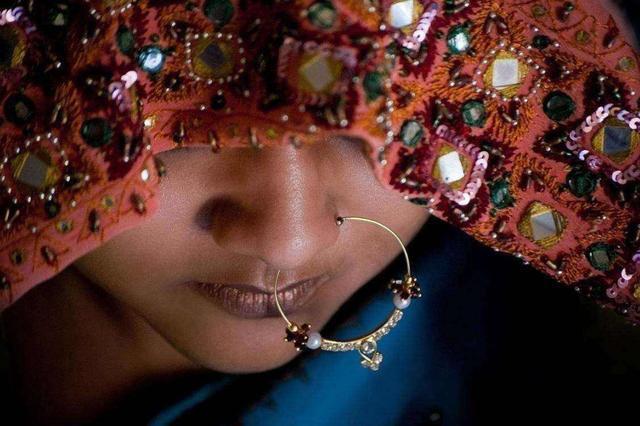 去印度游玩,看到鼻子上带有环的女人,无论好看与否都不要靠近