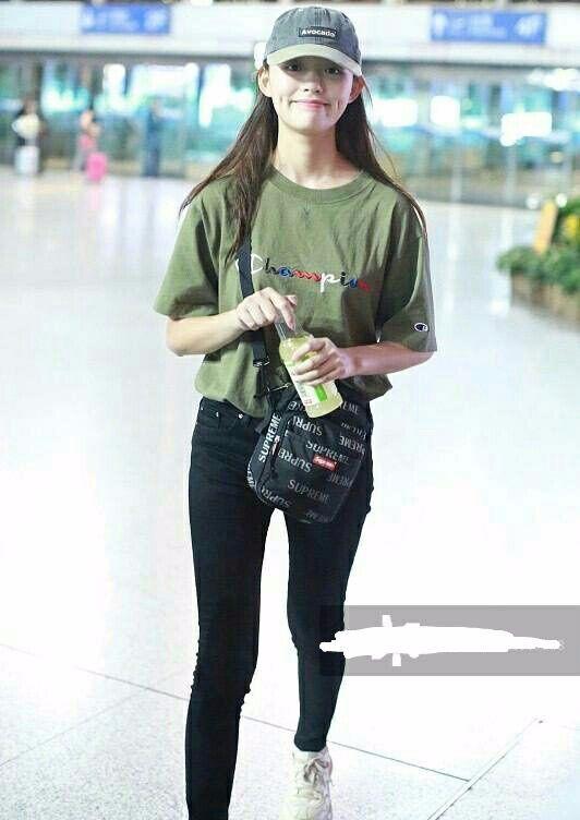 林允虽然演技不是很好,但搭配衣服真的赞!网友:主要是腿好看!
