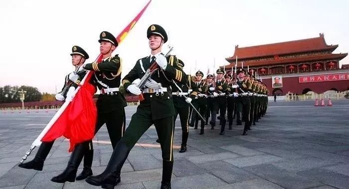 热烈庆祝祖国69岁生日 台山青年向国旗敬礼