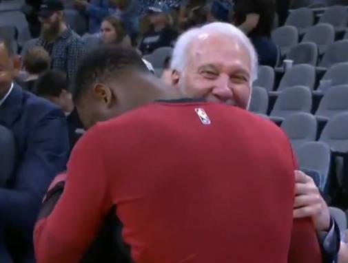 1日NBA:�f德波波�后相�� 詹皇乘直升�C返回LA