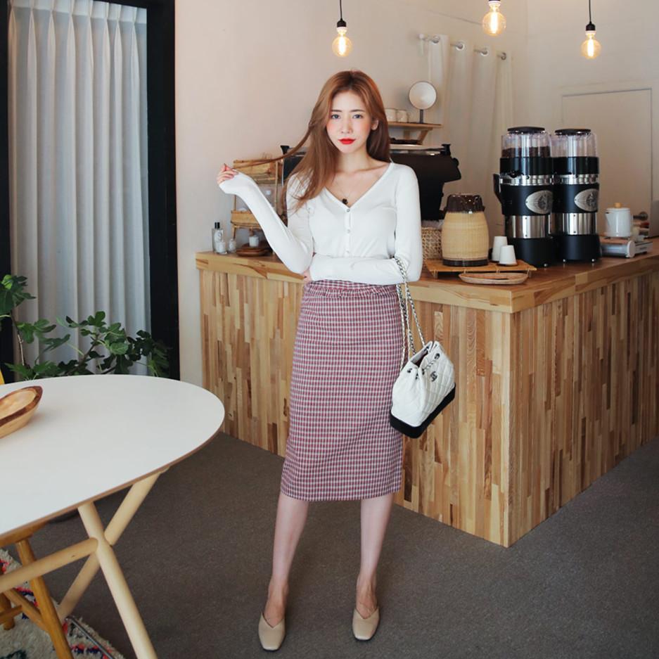 look5:格子半身裙 棕色针织衫