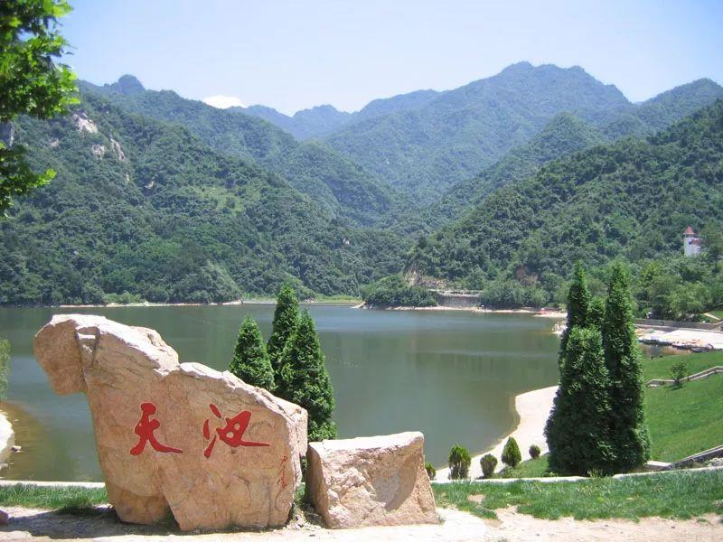 """2,""""中国梦,秦岭美""""少儿百米公益绘画展."""