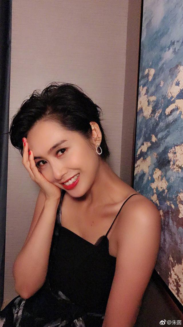 46岁朱茵老态意外曝光?出道近30年女神素颜美貌,连岁月都低头!