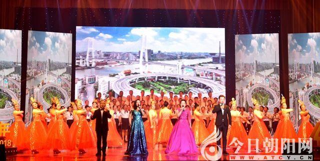 整场演出在合唱与歌舞《共筑中国梦》中圆满落幕.