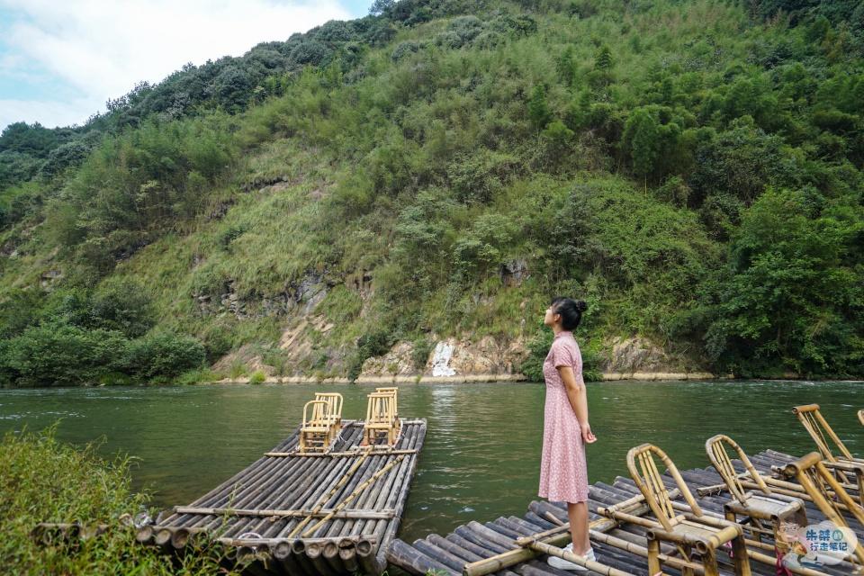 趁着国庆长假抓住漂流的尾巴,去衢江第一大支流上体验竹筏漂流