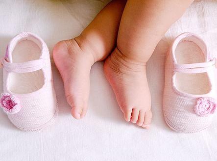 這四種鞋子別再給孩子穿了,嚴重影響腳部發育,很多寶媽都買過