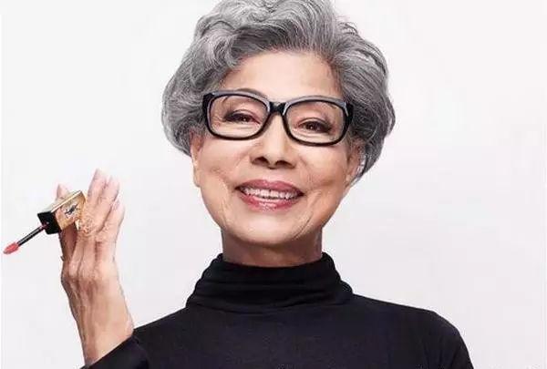 香港鬼片之母,终身未嫁,出街遭路人唾骂