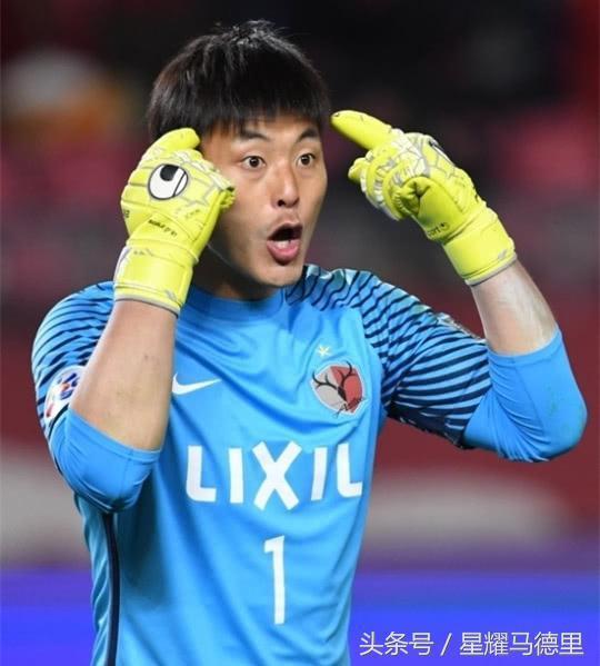 亚冠半决赛传奇私服装备素材奇葩一幕!韩国国门对同胞对手头顶脚踢,险些引发群殴