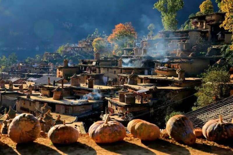中国最神奇的村落:全村上千个房间,共用一个大门