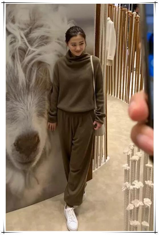 当43岁梅婷同框47岁俞飞鸿,网友:终于见识了中年女性最美的样子