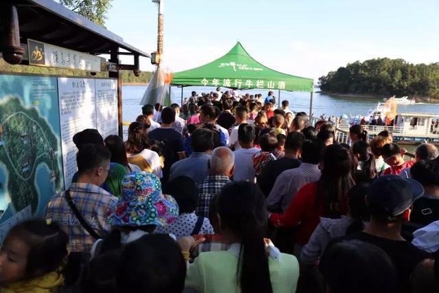 国庆节南湾湖受宠,黄金周连续两日客流量屡破新高,游客纷纷点赞