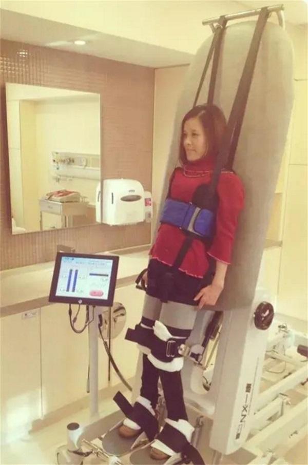 瘫痪20年的桑兰为要二胎积极康复训练,目前已能借助外力五月最新疯魔微变版本站稳!