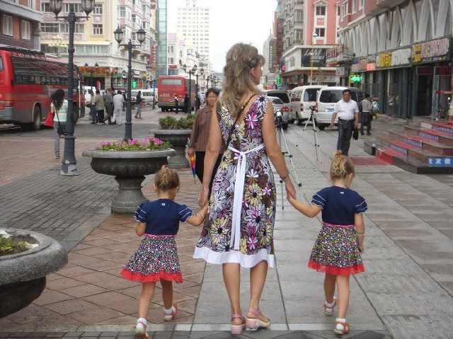 外国女孩泛滥的2座中国城市,一座常遇日本美女,一座满街大长腿