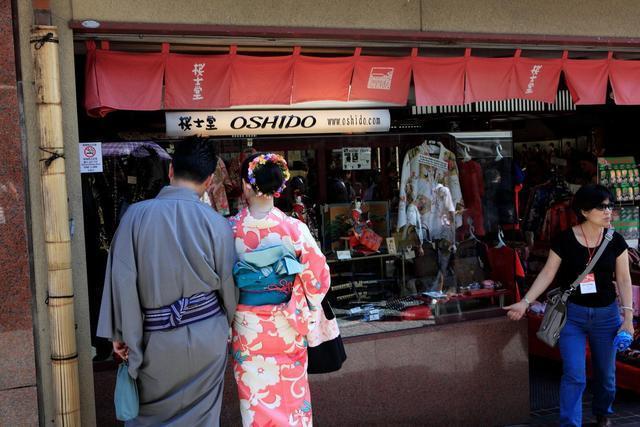 日本女人和服后面_日本和服后面的小枕头究竟有什么用途?原来很多人都想歪了_腰带