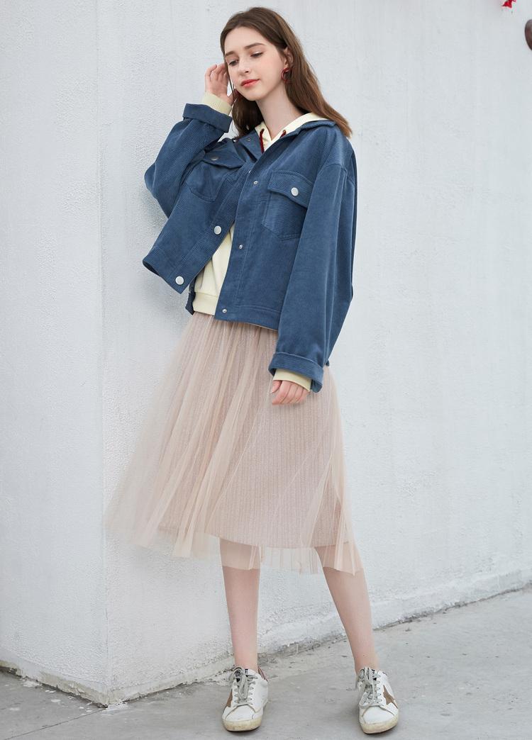 小個子女生,秋天少穿風衣,多穿這3種衣服,顯高顯氣質!