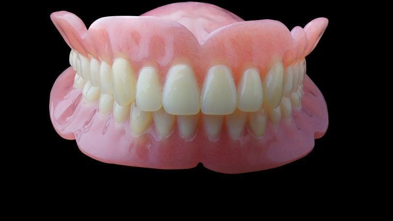 十一健康 | 帮爸妈选假牙?固定、活动、种植牙选择指南