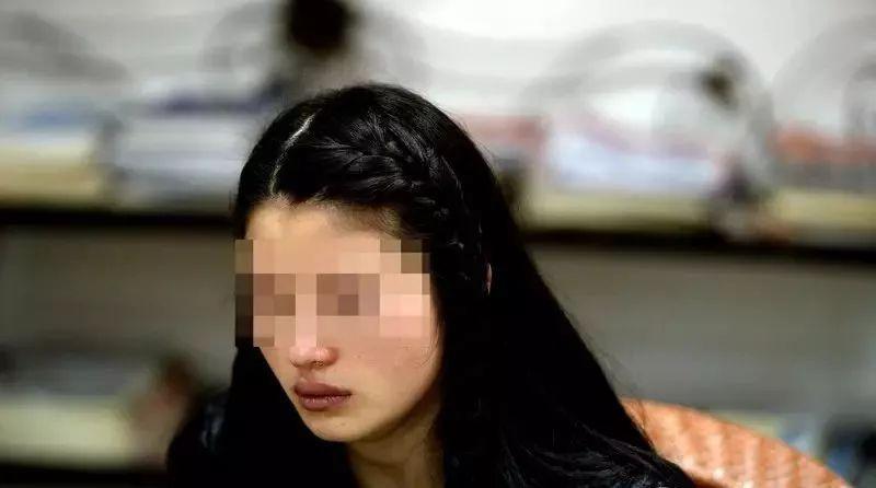 奶奶养大的20岁漂亮姑娘嫁人后被丈夫削指、毒打铐在电脑桌前行骗