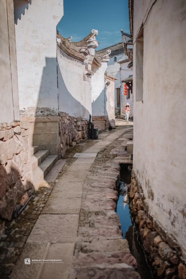 这个古村按九宫八卦布局形似迷宫,为何每条石板路却都通往学校?