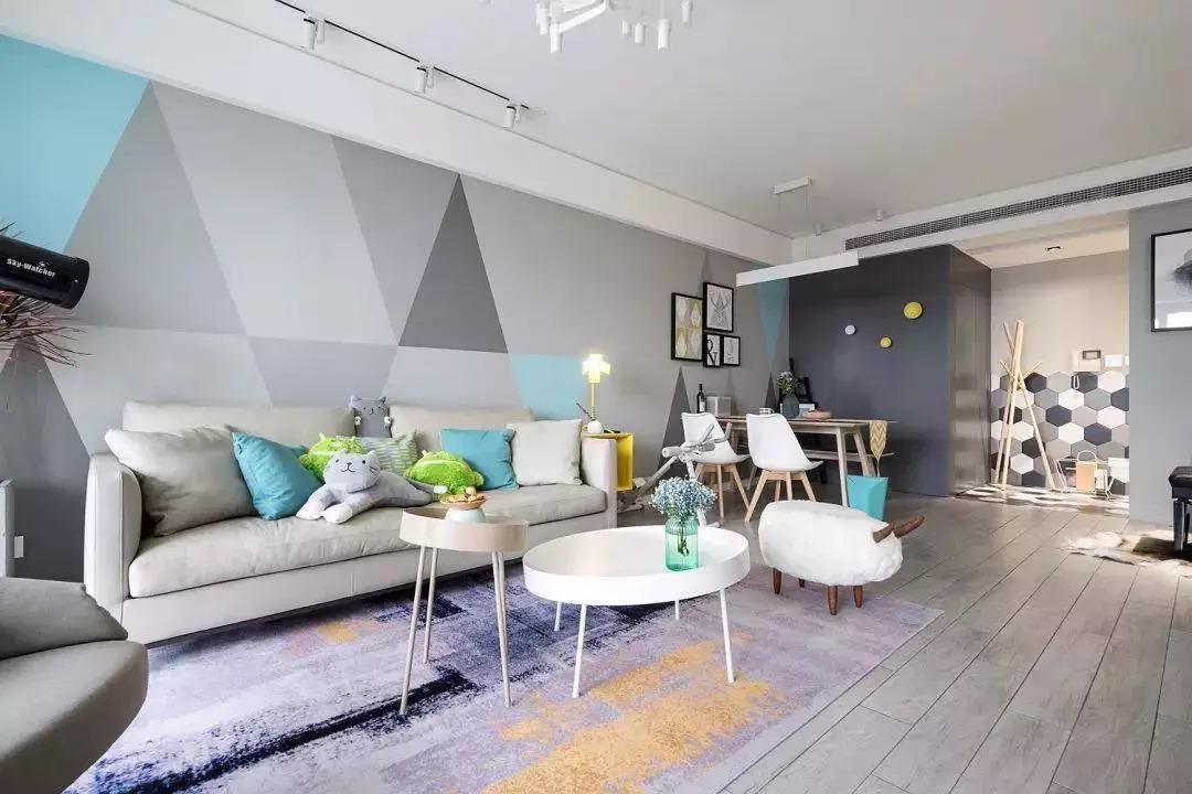 嫩逼艺术图_客厅的沙发背景墙用多边形几何彩色图片装饰,充满现代艺术感,简约又