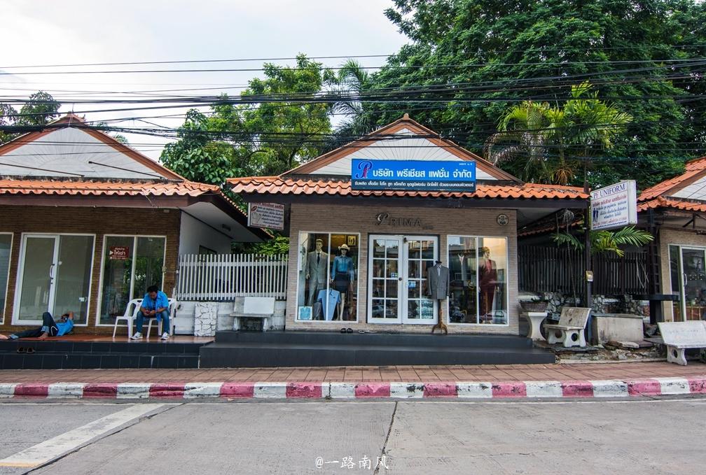 泰国著名开放之都,街上电线如蜘蛛网,白天萧条似四线城市!