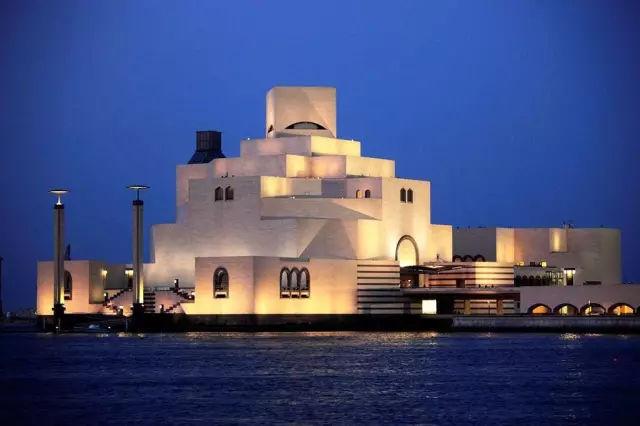 艺术馆, 不仅丰富了国民的精神世界, 打破了伊斯兰文化传统桎梏的旗帜