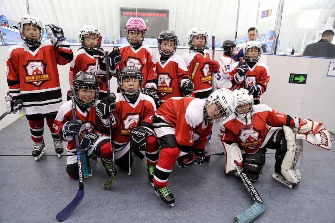 重庆青少年冰球队在全国U系列冰球锦标赛取得佳绩挺进第二阶段比赛!