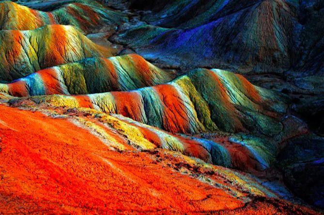 看完 影 ,越来越发觉张艺谋是在用色彩讲故事