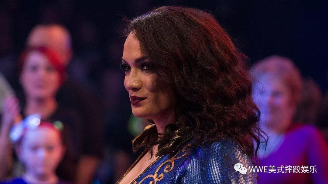 看完表哥巨石强森的那场摔跤狂热大赛_奈亚贾克斯决心踏上WWE擂台
