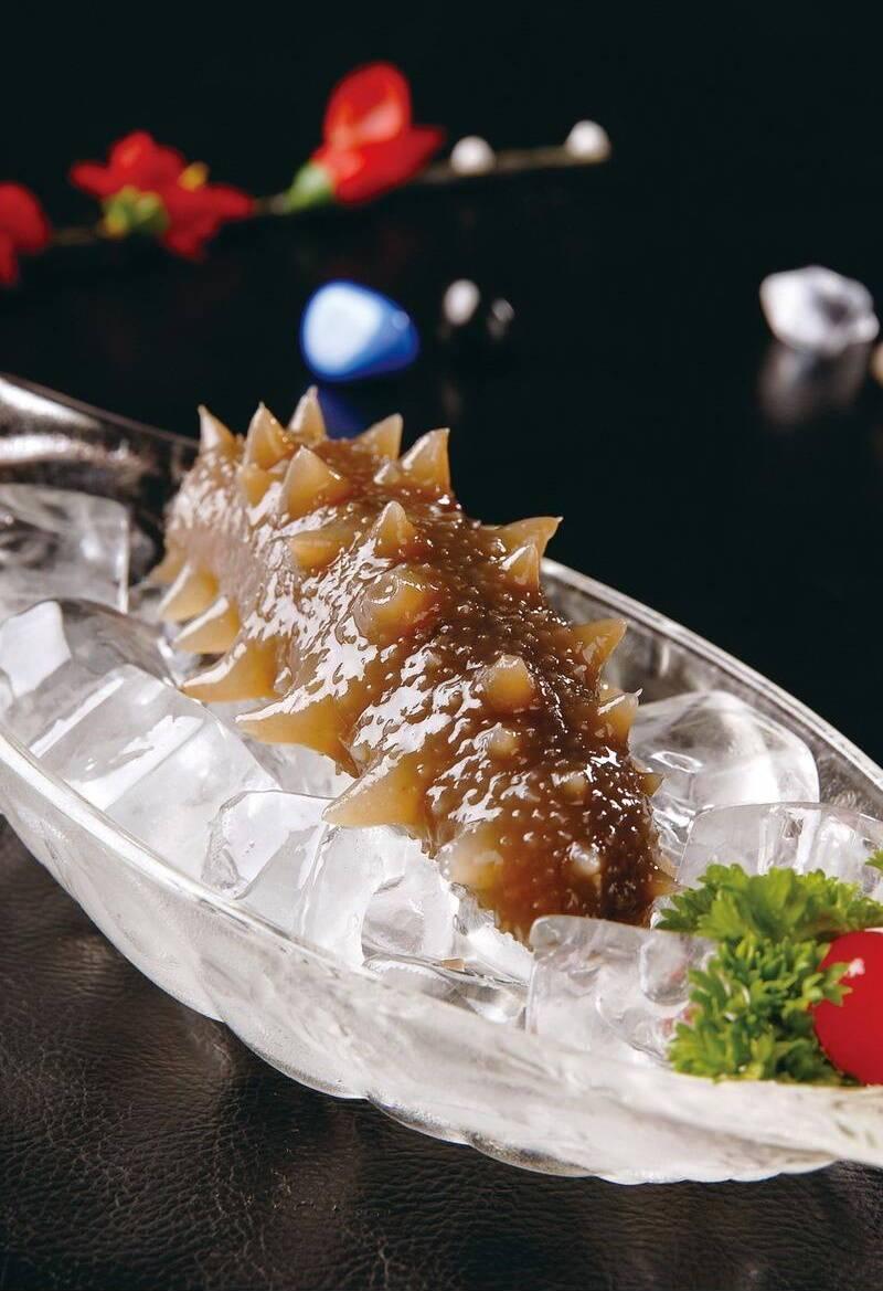 刘雪平美食餐饮团队为你讲解餐饮大时代赢得顾客。